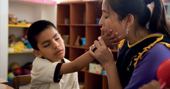 Child with deafblindness and his teacher